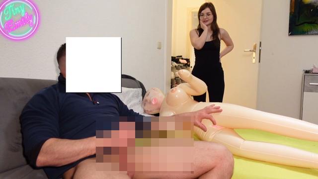 Perverser Stiefvater mit Sexpuppe erwischt Omg dann fickte er mich ?!?